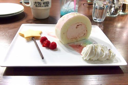 星のステッキから出てきた魔法のロールケーキ02@THE GUEST cafe&diner キキララカフェ