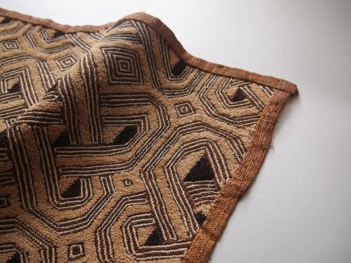 アフリカ古布クバ布クバ王国草ビロードシュワ族ラフィア手織り幾何学模様民藝01