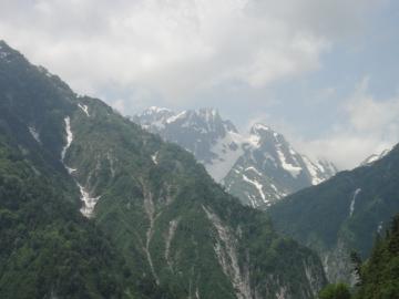 5 黒部トンネル15分程で展望スポット裏劔と氷河