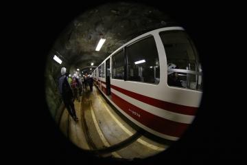 14 EV下から峡谷鉄道欅平へ向かうトロッコ列車