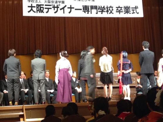 『キルラキル』 流子が大阪デザイナー専門学校の卒業式におるwww