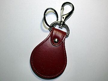 赤の人工皮革ランドセルを赤(ヴァーガンディ)のステッチでキーホルダーにリメイク