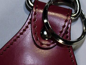 ピンクの牛革ランドセルをチョコ(ブラウン)のステッチでキーホルダーにリメイク