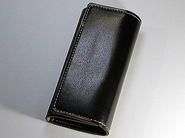 ブラック(黒)のコードバンランドセルをイエローのステッチでキーケースにリメイク