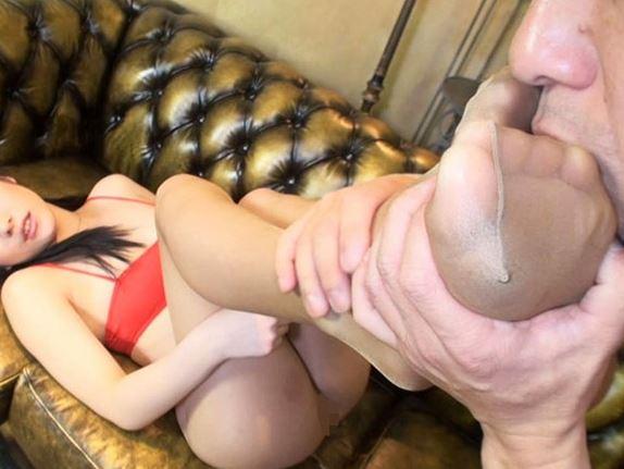 超絶美脚のボディコン美女達がパンスト脚で足コキしまくるの脚フェチDVD画像4
