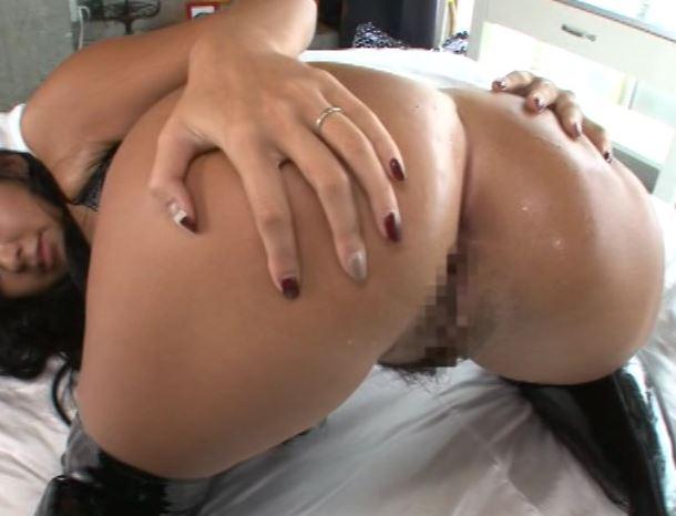 ボンテージ姿がスケベ可愛い淫乱な小倉奈々の生足ローションコキの脚フェチDVD画像2