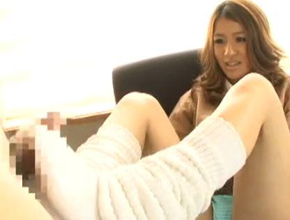 茶髪JKの美尻コキやルーズソックスの足コキで大量爆射の脚フェチDVD画像3