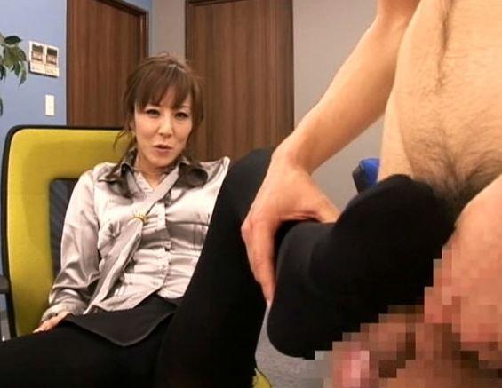 黒タイツと白ハイヒールがとってもセクシーな秘書と足フェチプレイの脚フェチDVD画像1