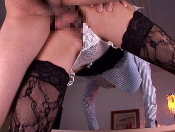美人OLの黒柄ストッキングで肉棒を扱きまくる足コキと着衣SEXの脚フェチDVD画像6