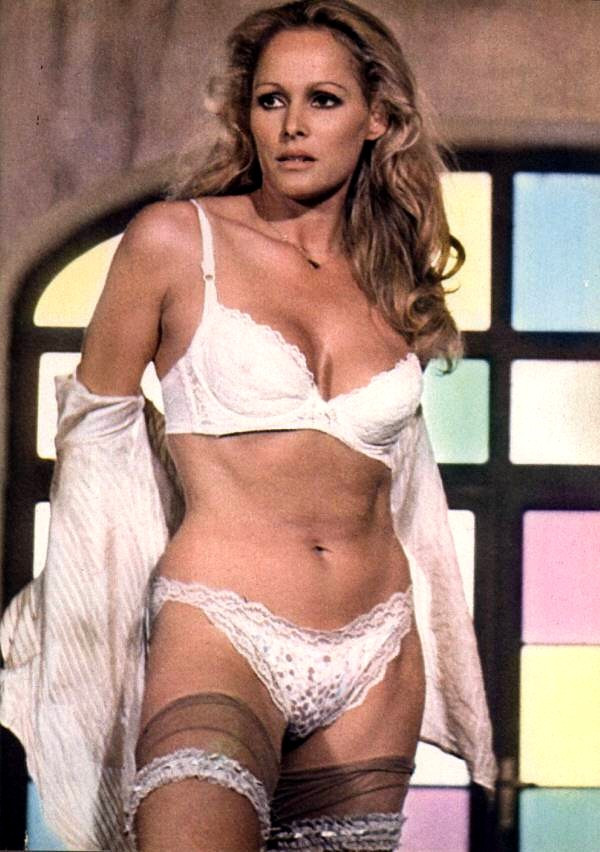 ursula-andress-ursula-andress-32555847-600-852.jpg