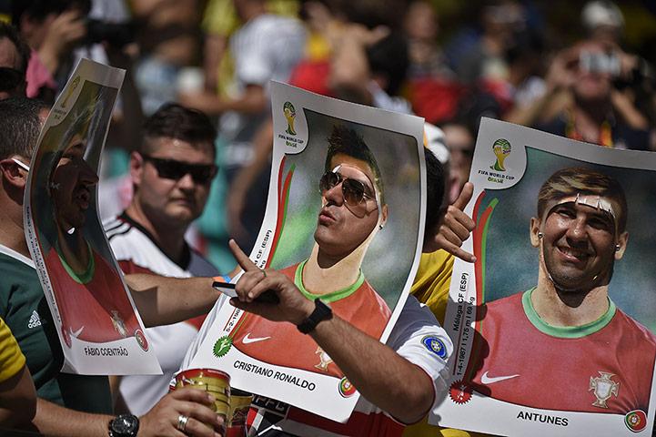 Portugal-fans-pose-prior--003jrdtjku.jpg