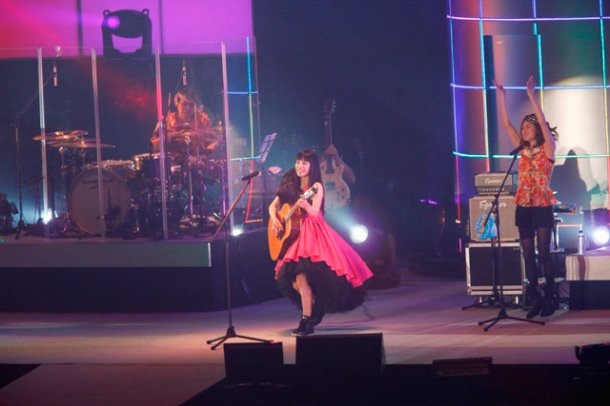 news_large_miwa_live0309_02.jpg