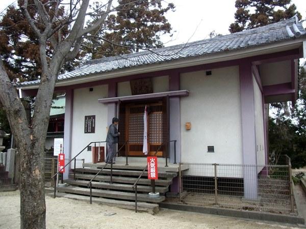 下永区・八幡神社境内にある収蔵庫