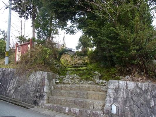保福寺へ至る石段