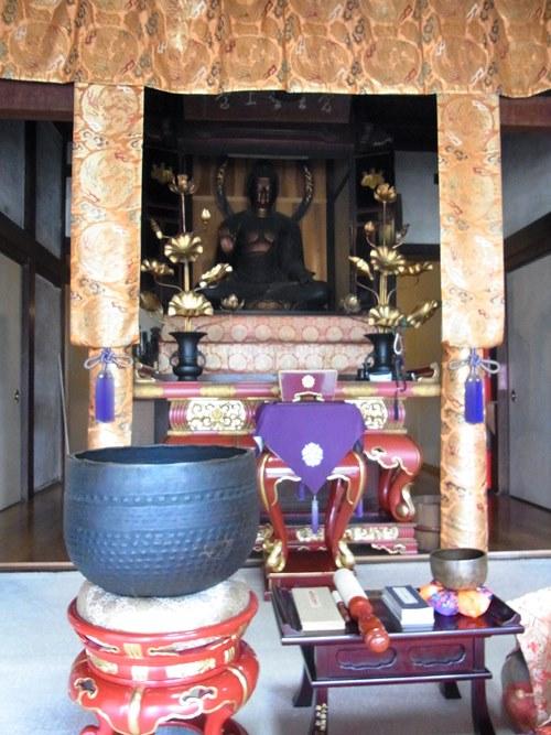 保福寺・本堂内の、ご本尊安置の様子