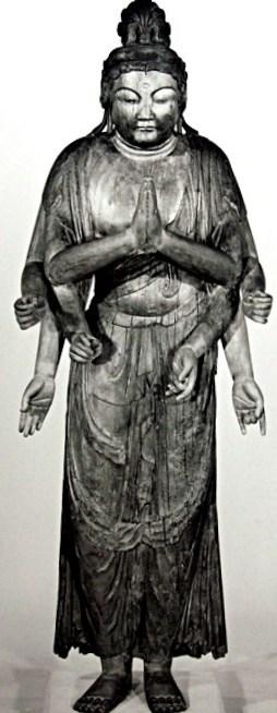 修理後の廣智寺・多臂観音菩薩立像