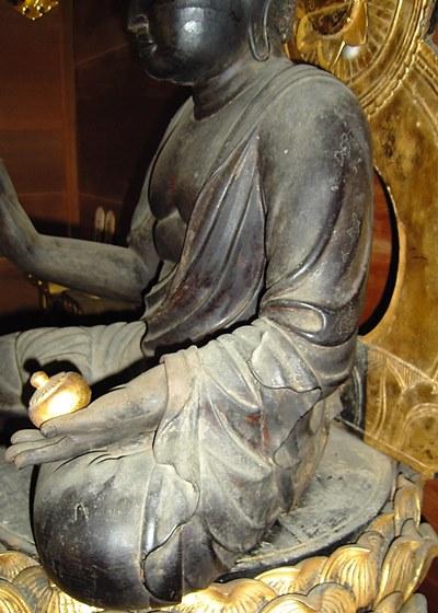 和束町薬師寺・薬師如来像の衣文の造形~乾漆による造形そのもののよう~