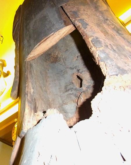 正傳寺・薬師像の背面内刳りの状況