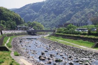 旧東海道:箱根湯本付近の早川下流方面の様子