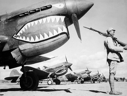 1024px-American_P-40_fighter_planes.jpg
