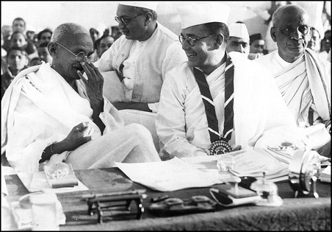 Gandhi_and_Bose_at_the_Indian_National_Congress,_1938
