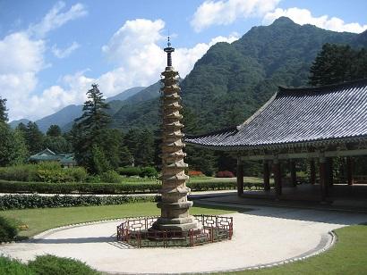 Pohyon_Temple,_Mount_Myohyang