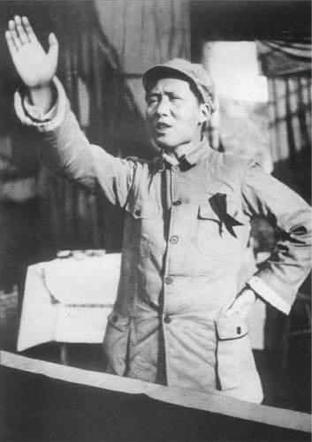 演説する毛沢東(1939年頃)