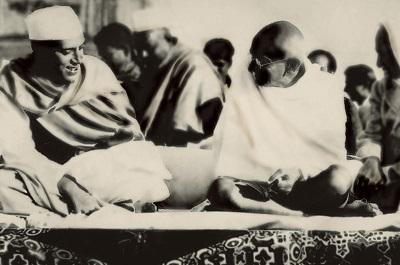 Nehru_Gandhi_1937_touchup.jpg