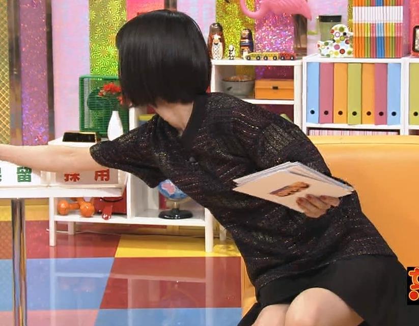 夏目三久 ミニスカ太もも&▼ゾーン (怒り新党 20140918)