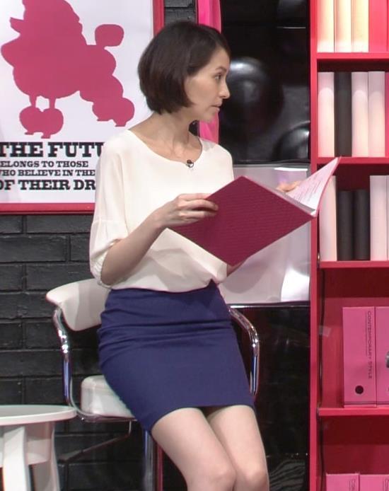 青木裕子 久しぶりのミニスカ美脚キャプ画像(エロ・アイコラ画像)